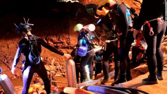 Rescatan a los primeros seis niños atrapados en cueva de Tailandia ... - com.mx