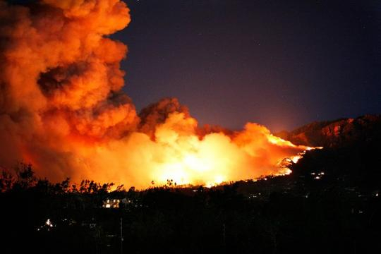 Wildfire in Santa Barbara, California (Image courtesy - Justin David Fox, Wikimedia Commons)