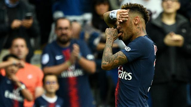 Neymar Jr percutant contre Angers