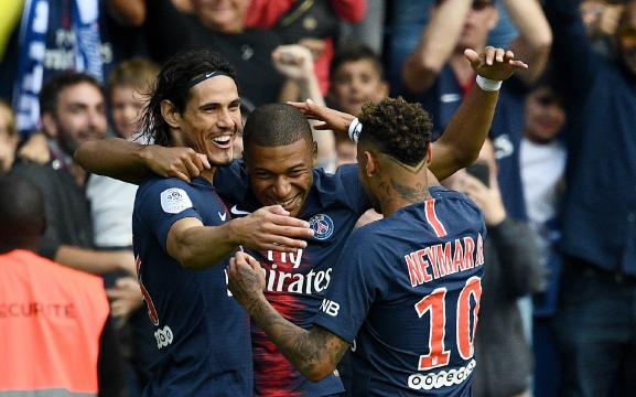 Sports | Foot - Ligue 1 : Paris bat facilement Angers 3-1