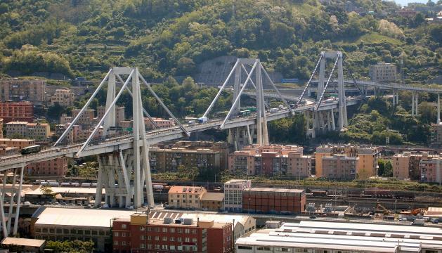 Le pont Morandi s'effondre à Gênes