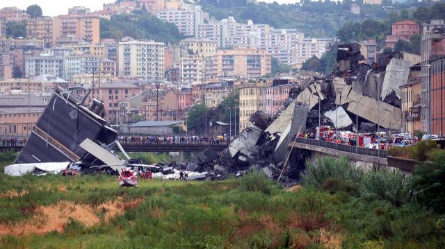 El director del concesionario del Puente MorContinúan las labores de rescate en Génova