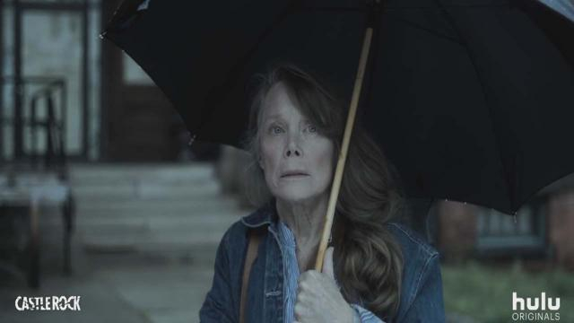 Sissy Spacey plays Ruth Deaver, a woman suffering from Alzheimer's who battles through her memories. [Image Hulu/YouTube]