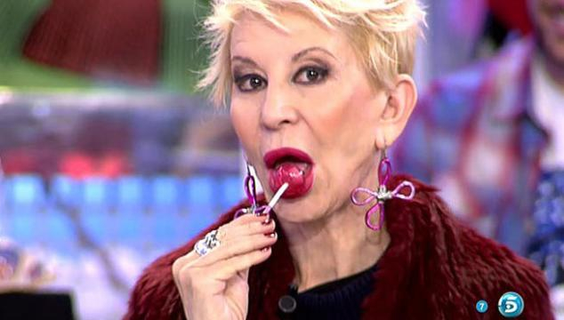 Karmele Marchante pillada comiendose un dulce en directo