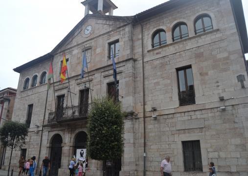 Ayuntamiento de Llanes de luto