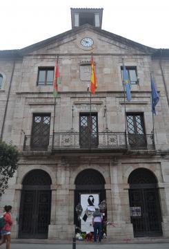 Ayuntamiento de Llanes tras la muerte del concejal.