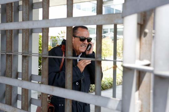 Julián Muñoz en la cárcel hablando con el móvil