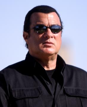 Steven Seagal in Arizona on October 27, 2012. [Image courtesy – Gage Skidmore, Wikimedia Commons]