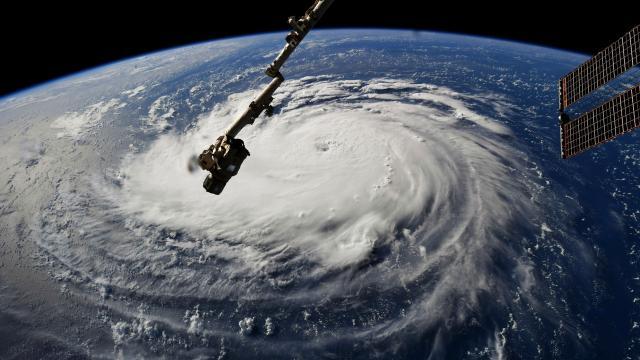 El huracán Florence se fortalece a categoría 4 | Telemundo - telemundo.com