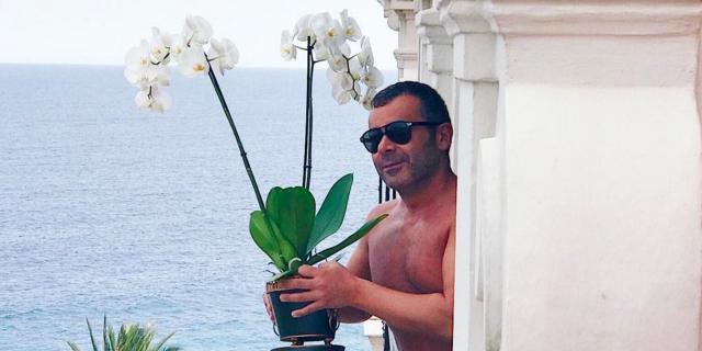 Jorge Javier Vázquez se desnuda en Grecia para olvidar la mala ... - bekia.es