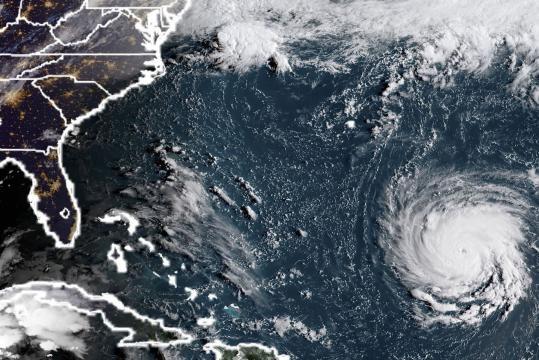 Se prevé que el jueves por la noche toque tierra el huracán Florence - andina.pe