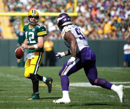 Rodgers tuvo un partido eficiente a pesar de su rodilla lastimada. NFL.com.