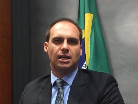 Eduardo Bolsonaro confirma reunião junto a seu irmão Flávio na PF