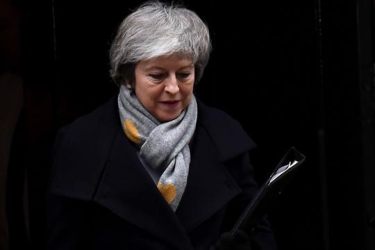 Lourdement défaite sur le Brexit pour Theresa May