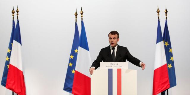 Emmanuel Macron ne veut pas lâcher son