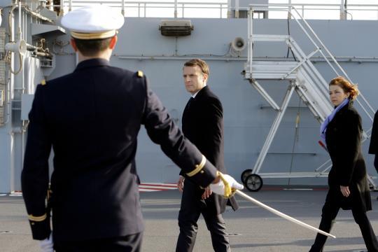Macron se dit favorable à un service national