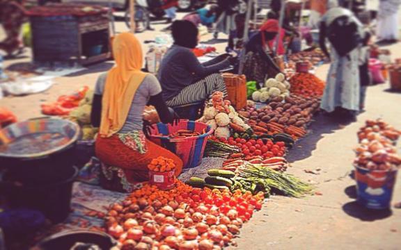 Mercado en las calles de Serrekunda