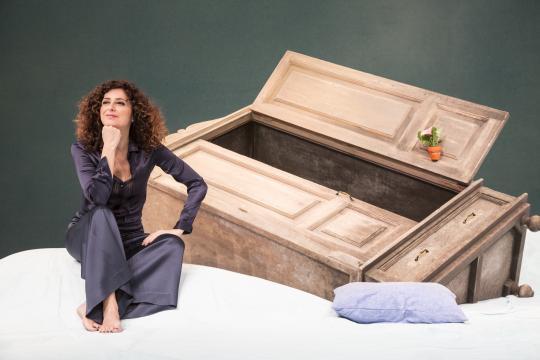 Nella foto, Teresa Mannino, il cui spettacolo é in programma al Teatro Manzoni di Milano, dal 28 gennaio al 6 febbraio.