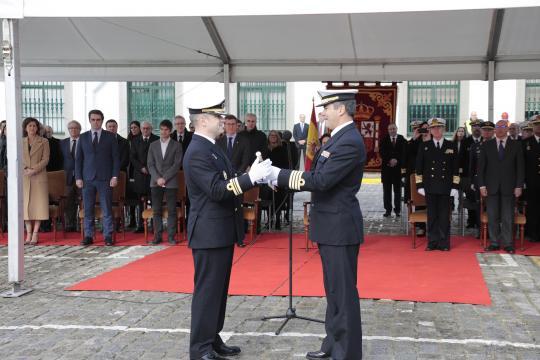 Entrega del bastón de mando al nuevo comandante del buque