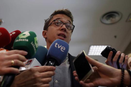 Iñigo Errejón preguntado por las informaciones sobre el máster de Cristina Cifuentes. EFE/Javier Lizón