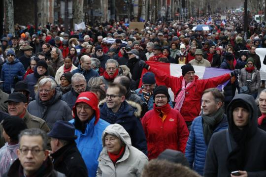 Les «foulards rouges», l'autre face de la France divisée - lefigaro.fr