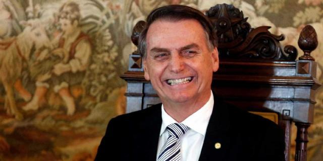 Governo Bolsonaro ganha novo slogan com 13 minutos de antecedência, presidente elogiou a SECOM. via Galeria BN
