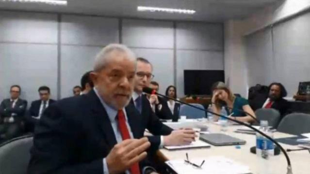Momento em que Lula é questionado pela Juíza Gabriela Hardt - Foto/Divulgação