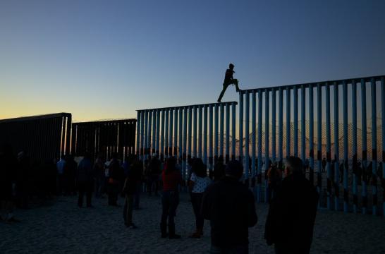 Trump alega 'crise humanitária' ao defender muro com o México - Foto: Gregory Bull/AP
