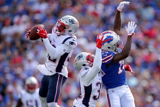 JC Jackson fue la figura defensiva en el triunfo apretado de los Patriots en Buffalo. - espn.com.