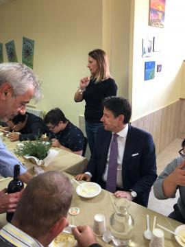 Il premier Conte a pranzo con i giovani disabili della LAI