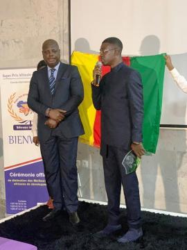 Discours lors de la réception de son prix en Côte d'Ivoire (c) Albert Ze