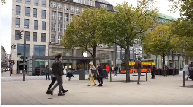 A street scene of Hamburg City. [Image source/Andre Los YouTube video]