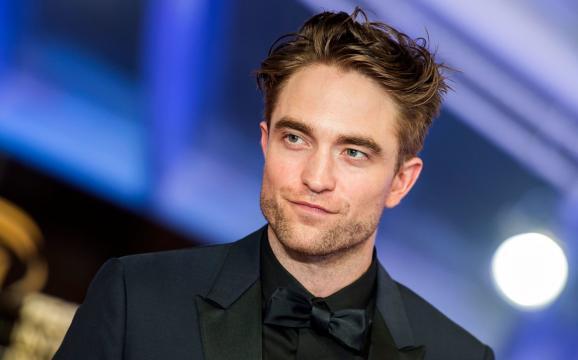 Robert Pattinson enfilera le costume noir pour l'été 2021