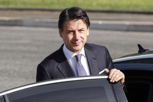 L'Unione Europea richiama l'Italia sulla manovra che non rispetta la riduzione del debito. Conte: 'Non siamo preoccupati'.