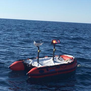 El drón naval empleado como blanco, simulaba una lancha suicida llena de explosivos