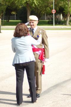 El jefe de la unidad Gral. Alacañiz recibe la medalla de protección civil