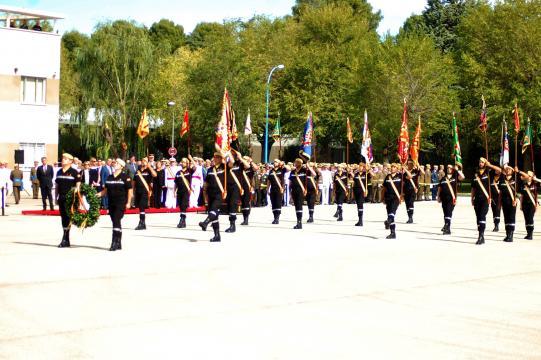 Formación de la unidad rinde homenaje a los caídos