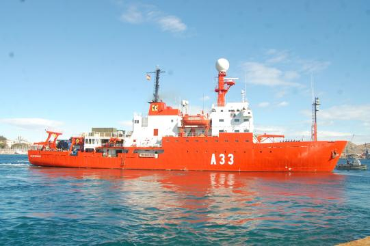 El Hespérides, buque científico de la Armada, parte al Polo Sur desde Cartagena.