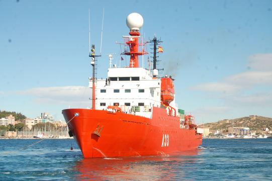 El Hespérides, buque científico de la Armada.