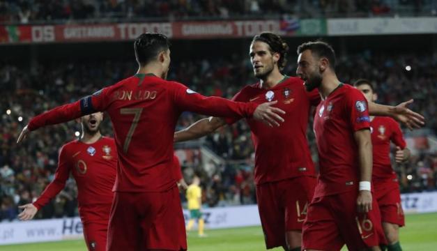 Cristiano celebra con sus compañeros de equipo (Foto: Getty Images))
