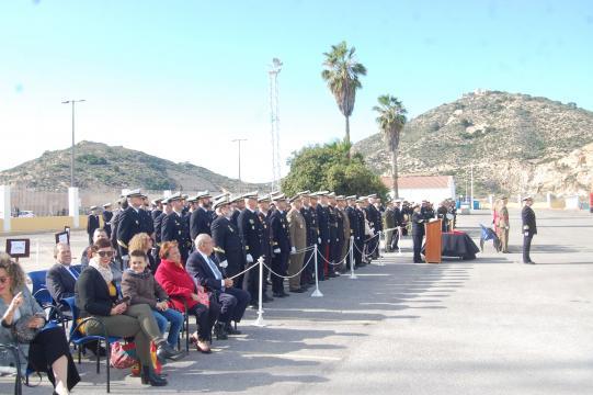 Autoridades e invitados a la ceremonia de despedida del navio