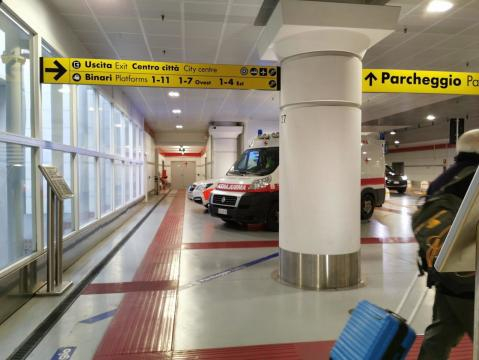 La polizia ferroviaria ha bloccato l'uomo nella stazione sotterranea di Bologna