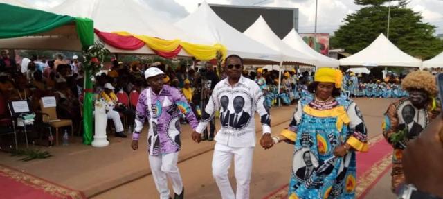 Le Maire Yoki Onana Jacques en compagnie d'Esther Effa et de Bilogui Tsoungui le 6 novembre 2019 (c) Mairie de Yaoundé 6