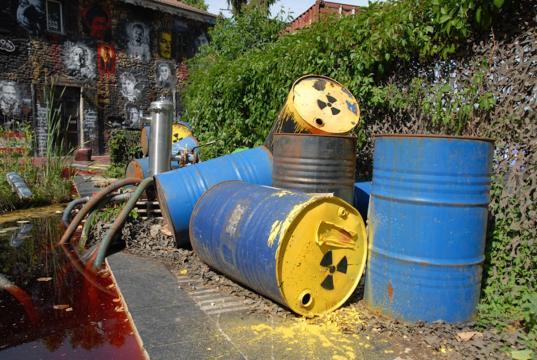 Les déchets radioactifs, un danger pour la planète. Credit: Flickr/thierry ehrmann
