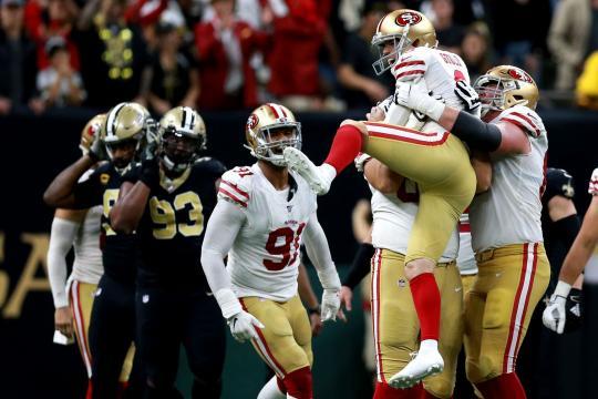 SF dejó tendidos a los Saints en el campo. www.sfgate.com