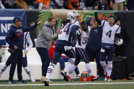 Gilmore y su pick six acabaron la paliza de los Pats en Cincinnati. www.bostonglobe.com