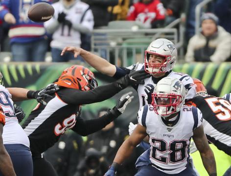 La ofensiva de los Pats sigue en un preocupante limbo. www.bostonglobe.com