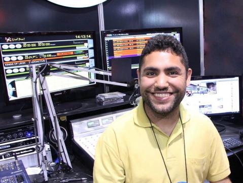 Hebert Neri na rádio. Foto: Reprodução