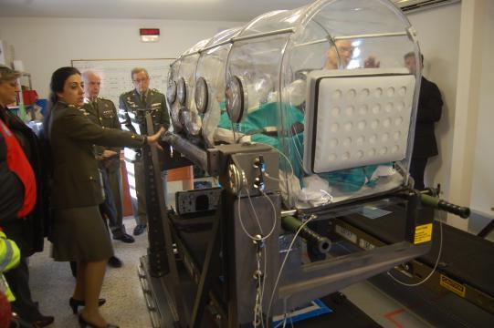 Explicación de las cabinas de transporte de infectados, se usaron para el transporte de pacientes de Ébola