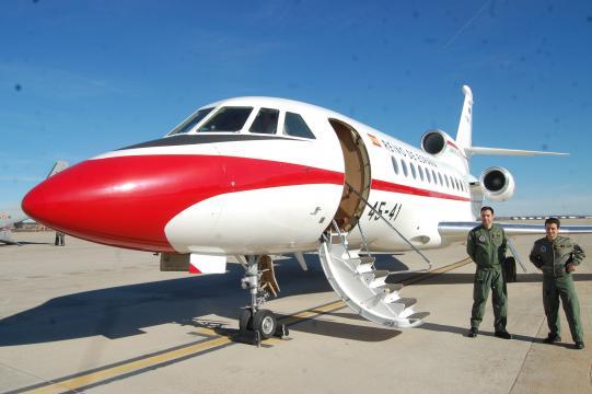 Falcon 900. Aparte del transporte VIP puede ser medicalizado para evacuación de bajas y enfermos